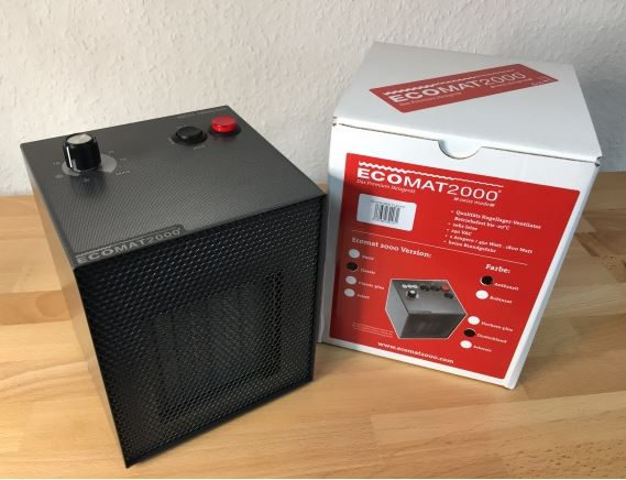 Ecomat 2000 Classic Modell 2019  Neuheit , jetzt mit Lüfter-Drehzahl Änderung bei Thermostat!     Der Klassiker für einen individuellen Einsatz  Das Classic-Modell hat alle Funktionen und Eigenschaften des Basic-Geräts und verfügt zusätzlich über einen Thermostat, um die Wärme individuell einzustellen. Dieser Heizlüfter ist speziell geeignet für den Dauerbetrieb als Heizung und Frostwächter in Wohnungen, im Wintergarten, Caravan und Boot. Wie das Basic-Modell verfügt auch der Classic über drei Leistungsstufen (450 W/750 W/1800 W mit Absicherungen von 2/4/10 Amp.) und ist daher auch an schwach abgesicherte Leitungen anschließbar.  Alle Eigenschaften und Vorteile auf einen Blick:   robustes pulverbeschichtetes Alugehäuse kugelgelagerter Axialventilator integrierter Tragegriff 3 Leistungsstufen Thermostat schnell warm flüsterleise für den Dauerbetrieb geeignet bis –20° einsetzbar keine Brandgefahr dank Keramik-Heizelement Abschalt-Automatik einfache Bedienung durch Betriebskontrollleuchte und Thermostat-Drehknopf integrierter Tragegriff Maße:   Breite: 14 cm Tiefe: 14,5 cm Höhe: 18 cm NEU: Optional ist nun auch für den Classic die Hochsee-Ausführung erhältlich – empfohlen für die Verwendung in salzhaltiger Luft, z. B. auf Yachten oder bei häufigerem Aufenthalt in Meernähe.